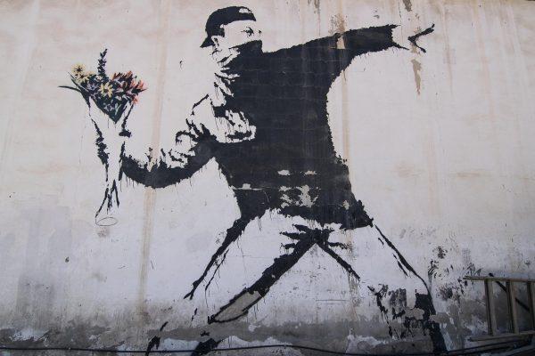 Bansky perdio su marca Flower Thrower